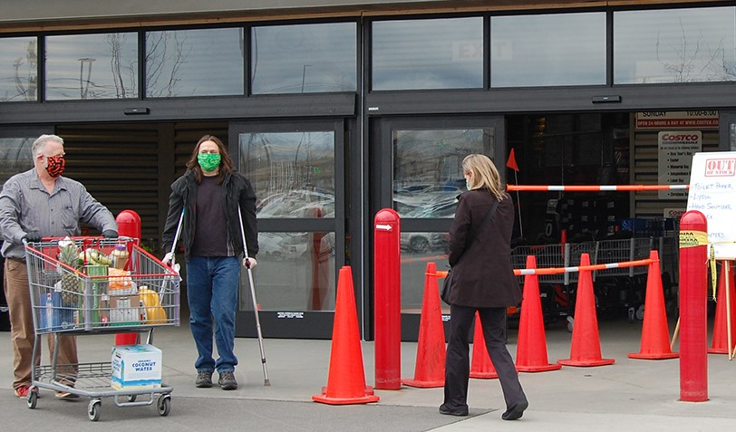 image of people with masks near grocery store